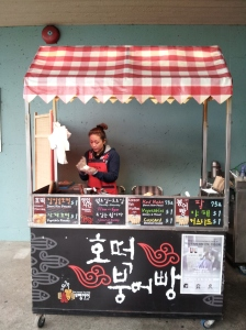 The hoddeok and bungeo-bbang vendor